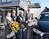 Über Fahrspaß auf vier Rädern darf sich Gerhard Pauls, Gewinnsparer der Volksbank an der Niers freuen.