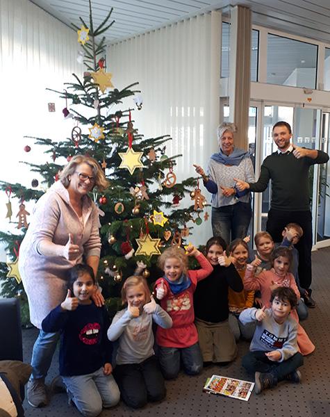 Wer Schmückt Den Weihnachtsbaum.Weihnachtsbaum Kapellen Volksbank An Der Niers Eg