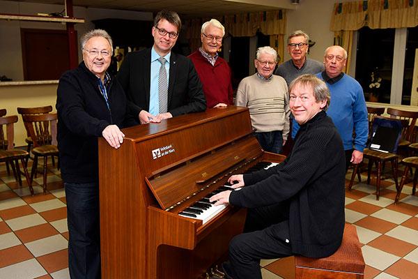 Neues Piano für den Männergesangverein KMGV Kevelaer
